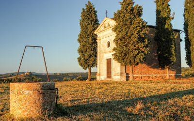 A tour in the Tuscan countryside to discover the Madonna di Vitaleta Chapel